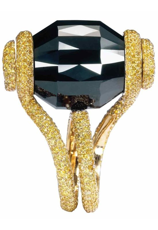 Ring with a revolving 83.39 carats black diamond in yellow gold by de Grisogono